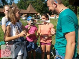 Fazekas Iskolásokkal a Dunaparton