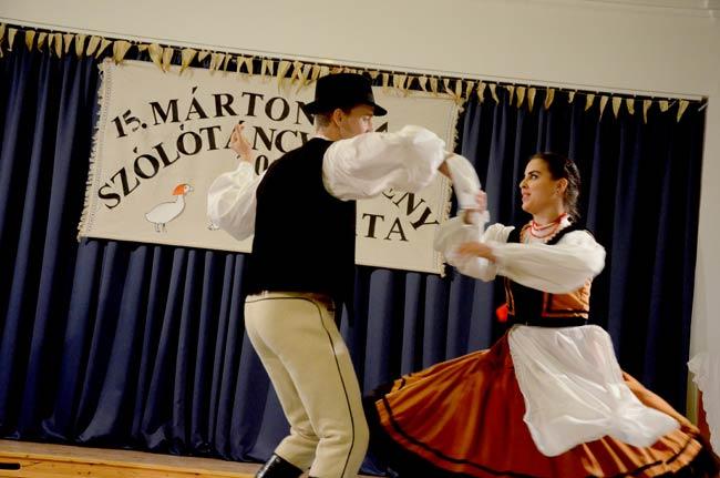 A nagyobbak két táncot mutattak be